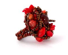 Freeform Beaded ring, red, brown - The ring's head is 1,2 x 1,2 inches (3x3 cm), USA size: 8 - flexible.
