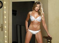 Increíble galería de fotos de Alina Moine como imagen central de la marca de lencería argentina Selú Bikinis String, Underwear, Nice Body, Messi, Sexy Lingerie, Hot, Thong Bikini, Beautiful Women, Plus Size