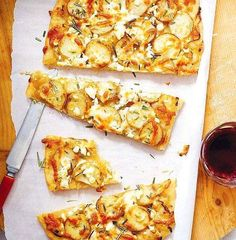 Potato, caramelized onion and rosemary pizza from Chatelaine magazine this looks absolutely delicious Pizza Recipes, Vegetarian Recipes, Cooking Recipes, Easy Recipes, Chatelaine Recipes, Carmelized Onions, Healthy Pizza, Crust Recipe, Dough Recipe