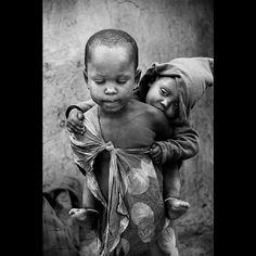 New Zealand Child poverty in Africa - Masai tribe, Tanzania.Child poverty in Africa - Masai tribe, Tanzania. Poor Children, Precious Children, Beautiful Children, Beautiful Babies, We Are The World, People Of The World, Emotional Photography, Children Photography, Bw Photography