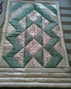 Prayer Rug, Curtain Designs, Table Runners, Diy And Crafts, Patches, Quilts, Blanket, Rugs, Scraps Quilt