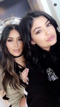 Perfect pout Kim Kardashian and Kylie Jenner. #kardashian #kyliejenner