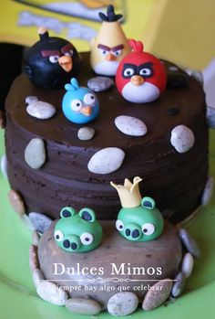 Angry Birds Cake by dulcesmimos.com