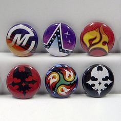 Each pin is 1.    High Quality pinback buttons inspired from The World Ends With You (TWEWY).    Includes:  Masamune  Ice Blow  Pyrokinesis  Red