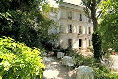 The garden of Hotel Particulier Montmartre in Paris