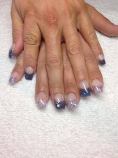 Color changing gel nails