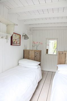 Calm Clever Ideas Home Interior White Photo location: Wynchelse House Lakeside Cottage, Cozy Cottage, Small Cottage Interiors, Snug Room, Shabby Chic Bedrooms, Cottage Bedrooms, Open Plan Living, Eclectic Decor, Home Remodeling