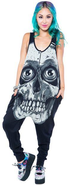 Ce jumper est trop beau !! Je trippe pas sur les tête de mort mais celui la est sick !