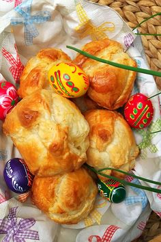 Húsvéti batyuk – VIDEÓVAL! – GastroHobbi Muffin, Food And Drink, Easter, Cheese, Meat, Breakfast, Recipes, Food And Drinks, Breakfast Cafe