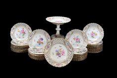 Servico de sobremesa em porcelana Alema Meissen do sec.19th, 8,490 USD / 7,650 EUROS / 31,990 REAIS / 55,290 CHINESE YUAN soulcariocantiques.tictail.com