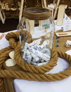 Egyedi esküvői vendégkönyv tengerész stílusban, avagy üzenet a palackban. | Hasonlóan egyedi megoldásra vágysz? Kérd árajánlatunkat: http://szekszoknya.net/arajanlat/