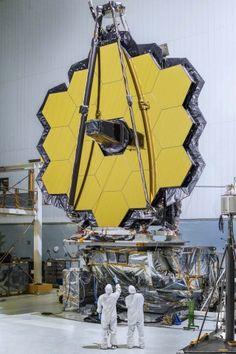 Der Primärspiegel des James-Webb-Teleskops im Reinraum (Bild: Chris Gunn/Nasa)