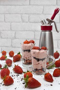 Dvicio: Espuma de fresas, menta y chocolate en sifón