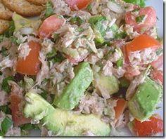 Prepara en 10 minutos esta deliciosa ensalada de atún con jitomate y zanahoria ralladas.