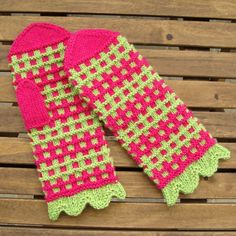 Mittens In Rosy-Green Pattern - free pattern
