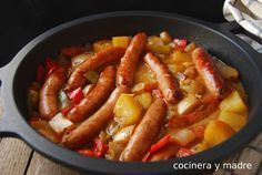 Ricas salchichas guisadas, una receta casera, fácil y además a bajo coste para dar de comer a toda la familia cualquier día de la semana, están buenísimas Food N, Food And Drink, Recetas Crock Pot, Crockpot Recipes, Chicken Recipes, Guisado, Tasty, Yummy Food, Food Decoration