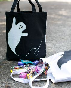 DIY glow-in-the-dark Halloween treat bag for kids: Tutorial at The Sweetest Occasion
