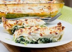 My recipe for spinach cannelloni with ricotta filling. Fresh home made pasta sheets filled with a spinach ricotta mix, topped with bechamel sauce and baked. Spinach Ricotta Cannelloni, Cannelloni Recipes, Spinach Pie, Penne, Gourmet Recipes, Cooking Recipes, Meal Recipes, Mackerel Recipes, Clean Eating Dinner