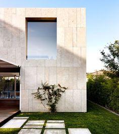 Exterior villa stones 51 ideas for 2019 Stone Cladding Exterior, Stone Exterior Houses, Stone Facade, Modern Exterior, Exterior Doors, Villa Design, Facade Design, Exterior Design, House Design