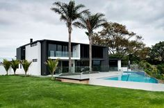 On Orakei Basin. The Lucerne Road House, by architect Daniel Marshall