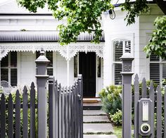 8 Excellent Tips AND Tricks: Picket Fence Ideas wooden fence lighting.Garden Fencing Wall how to build a split rail fence.Modern Fencing And Gates. Brick Fence, Front Yard Fence, Farm Fence, Wooden Fence, Fenced In Yard, Low Fence, Fence Stain, Concrete Fence, Pallet Fence