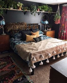I've always loved black walls but find them hard &; I've always loved black walls but find them hard &;Club pinpicturesclub Home Accents I've always loved black walls but […] wall Bohemian Bedroom Decor, Bohemian Pillows, Eclectic Bedroom Decor, Woodsy Bedroom, Eclectic Lamps, Nature Bedroom, Bohemian Room, Bohemian Beach, Black Walls