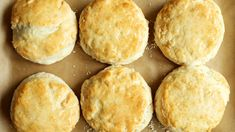Popeyes Biscuit Recipe, Popeyes Copycat Recipe, Easy Biscuit Recipe, Best Bread Recipe, Bisquick Recipes, Baking Recipes, Cat Recipes, Bread Recipes, Chicken And Biscuits