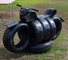 You will love these Tire Garden Art Ideas and they are a fantastic way to make a … – garten – Recycling Backyard For Kids, Diy For Kids, Backyard Toys, Tire Playground, Children Playground, Tire Craft, Tire Garden, Tyres Recycle, Recycled Tires