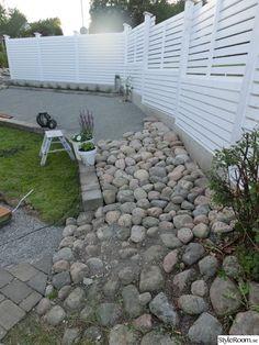 Plank, Outdoor Living, Outdoor Decor, Landscape Design, Fence, Interior Decorating, Sidewalk, Patio, Diy And Crafts