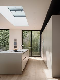 minimal kitchen Upper House is a minimal residence located in San Francisco, California, designed by Edmonds + Lee Upper House, Luxury Interior, Modern Interior, Interior Design, Diy Interior, Modern Luxury, Kitchen Interior, Interior Decorating, Modern Kitchen Design