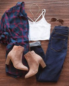 Plaid is making a huge comeback for back to school fashion! Looking for a first day of school outfit? This plaid flannel top paired with some dark skinny jeans and taupe ankle booties is the recipe for a fall outfit! Fashion Mode, School Fashion, Womens Fashion, Fashion Trends, Girl Fashion, Fall Winter Outfits, Autumn Winter Fashion, Mens Winter, Casual Winter