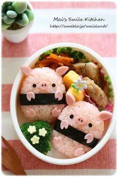 Piggy rice balls bento (featuring how-to recipe! Cute Food, Good Food, Yummy Food, Bento Recipes, Baby Food Recipes, Bento Ideas, Japanese Food Art, Japanese Lunch Box, Cute Bento Boxes