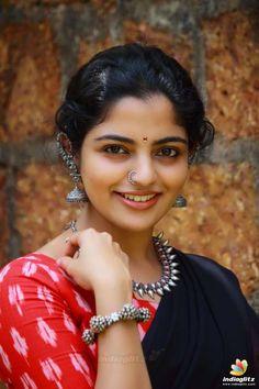 Nikhila Vimal Movie Photos, Stills Beautiful Girl In India, Beautiful Saree, Beautiful Indian Actress, Beautiful Actresses, Beautiful People, Beautiful Women, Beauty Full Girl, Cute Beauty, Beauty Women