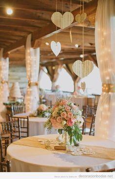 Idea romántica y chic para decorar una mesa de boda