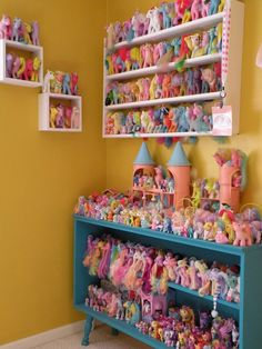 vintage mlp my little pony toy collection Toy Storage Solutions, Diy Toy Storage, Doll Storage, Storage Ideas, My Little Pony Bedroom, Dollar Tree Organization, Toy Organization, Organizing, My Little Pony Collection