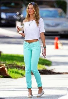 Trendy New Street Style looks for the summer - Fashion Outfits Mint Pants, Mint Shirt, New Street Style, Street Style Looks, Crop Top With Jeans, Cropped Jeans, Denim Jeans, Look 2015, Outfits Mujer