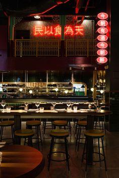Miss Wong: A Chinese Brasserie of Cinematic Proportions in Laval, Canada Foto von David Dworkind. Decoration Restaurant, Design Bar Restaurant, Cafe Restaurant, Restaurant Lighting, Restaurant Ideas, Counter Design, Bar Design, Chinese Bar, Chinese Interior