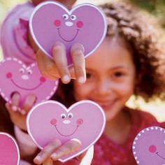 Bastelideen Valentinstag kinder karten herzen gesichter finger loch