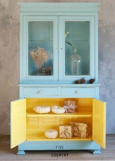 1 of 7 ways to decorate with our favorite color yellow! On Bright Bazaar blog. #livebrightly