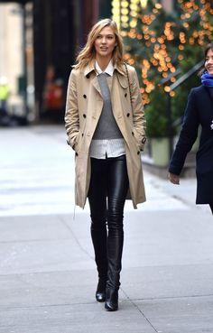 Karlie Kloss, en promenade dans les rues de New York, le 12 décembre 2014.