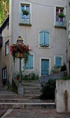 Rue des Grands Ducs blue window shutters - Cottage Foix, France