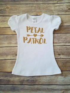 This gold glitter Petal Patrol shirt is perfect for your special flower girls to wear at your wedding rehearsal dinner or pre wedding photo sessions. - Made of 100% cotton and embellished with gold gl