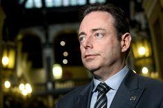 De federale regering moet in 2017 volgens N-VA voorzitter Bart De Wever haar budget opnieuw onder controle krijgen. En dat kan volgens hem - zoals hij eerd...