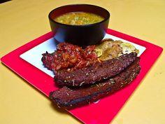 Argentinisches Anti-Schland-Menü mit Seitan-Steak, Asado-Salsa, Kochbananen und Quinoa-Suppe @ Veganitäten