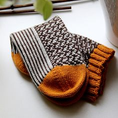 Ravelry: Floating Socks pattern by Erendis of Numenor Crochet Quilt, Knit Crochet, Hand Knitted Sweaters, Knitted Hats, Knitting Socks, Baby Knitting, Knit Stockings, Aran Weight Yarn, Stocking Pattern