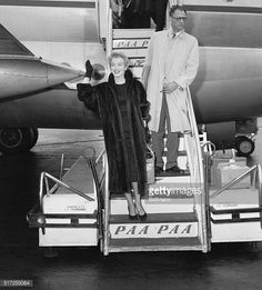 Marilyn and Arthur Miller arrived in New York after finished making 'The Prince And The Showgirl' 20-22 November 1956.