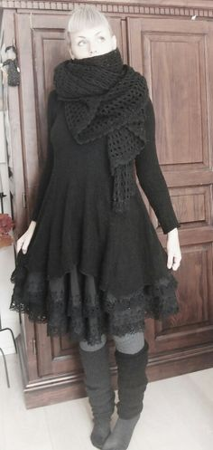 Love the scarf! Wonder if I could find this knitting pattern? And then figure it…