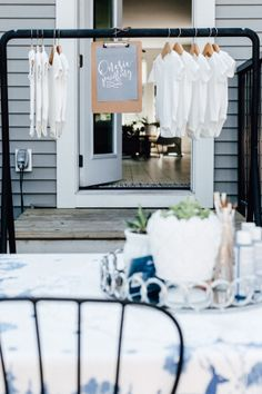 This fresh take on bohemian party decor gives this baby shower a gorgeous modern spin with a simple black and white color palette and macrame backdrop plus a fun twist on party games. We're talking a ...