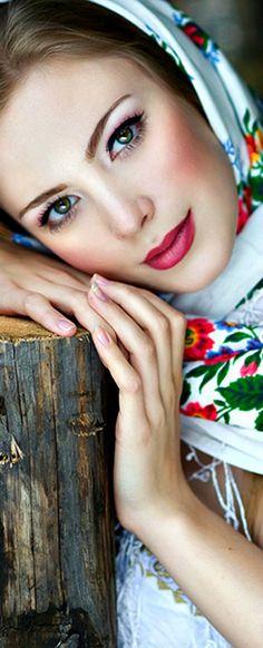 Pretty scarf framing a pretty face. Very feminine look. Russian Beauty, Russian Fashion, Beautiful Eyes, Beautiful People, Beautiful Women, Gorgeous Girl, Beautiful Hijab, Simply Beautiful, Beautiful Pictures