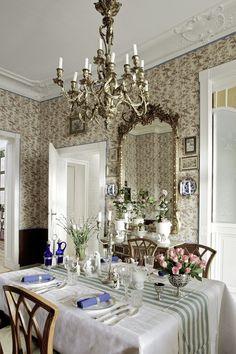 Esszimmer: klassisch schön mit einem fein gedecktem Tisch